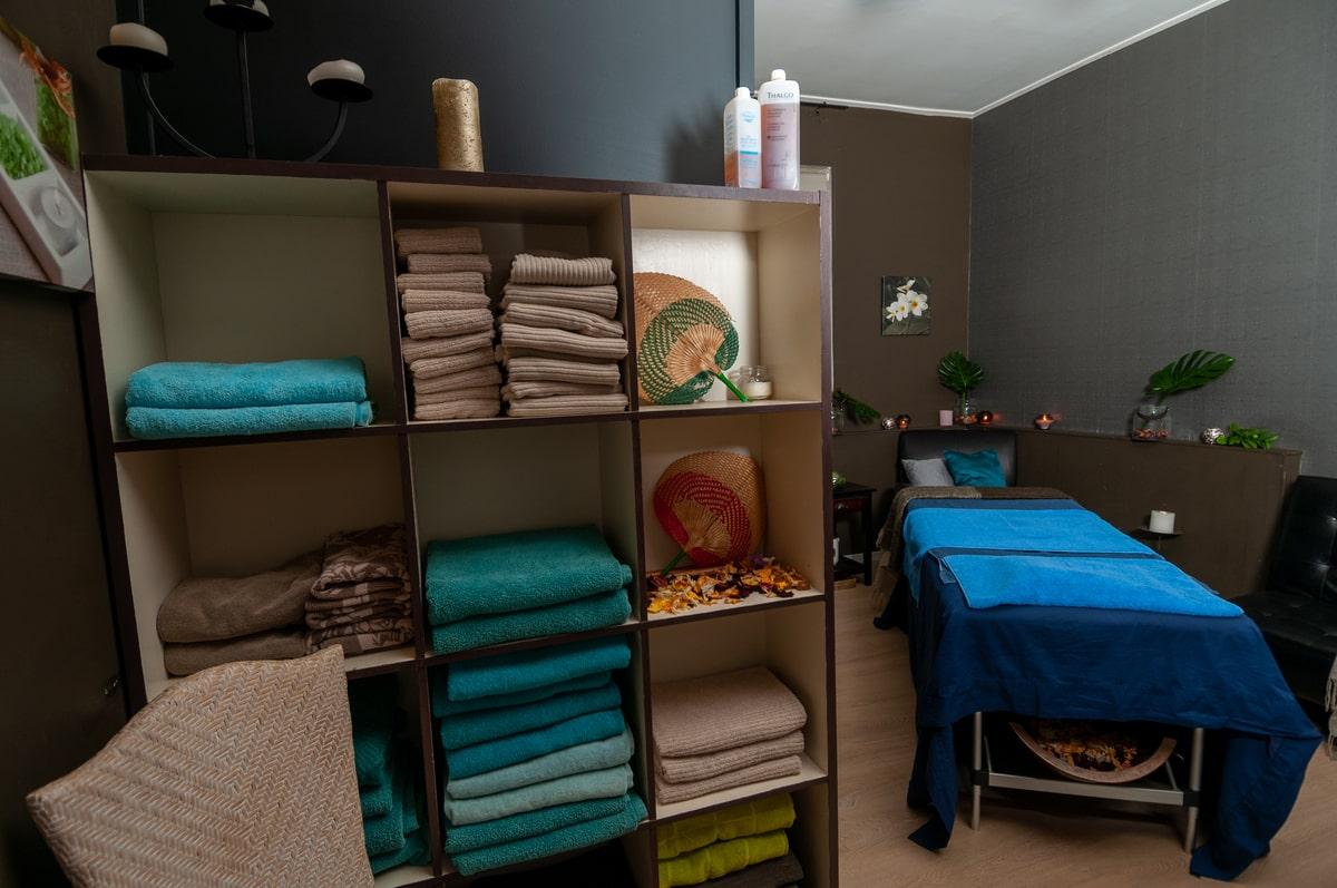 Body_treatments_massage_facial_therapy_room_Escape_Spa_Beauty_Clinic-min