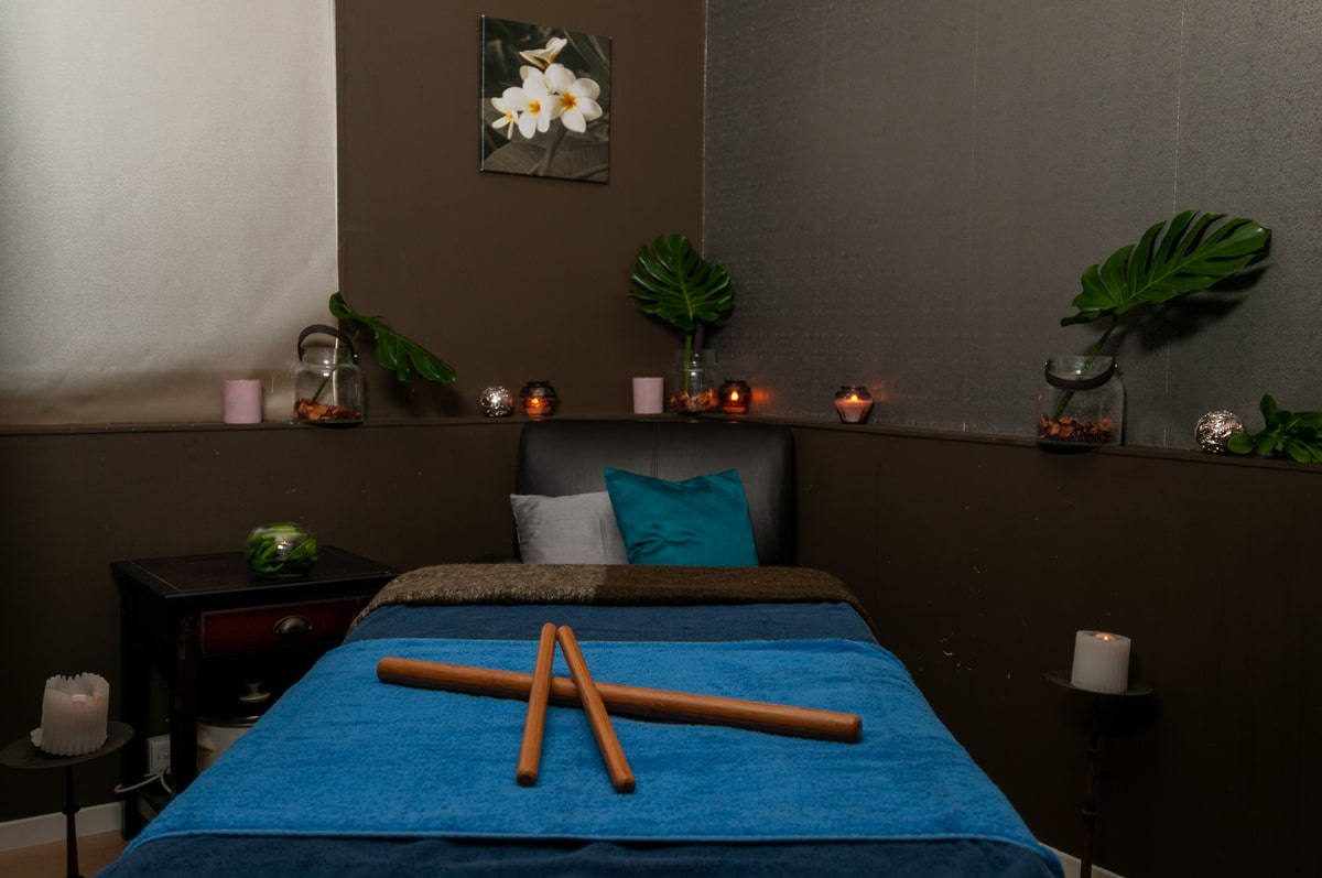 Body_treatments_massage_facial_therapy_room_Escape_Spa_Beauty_Clinic2-min