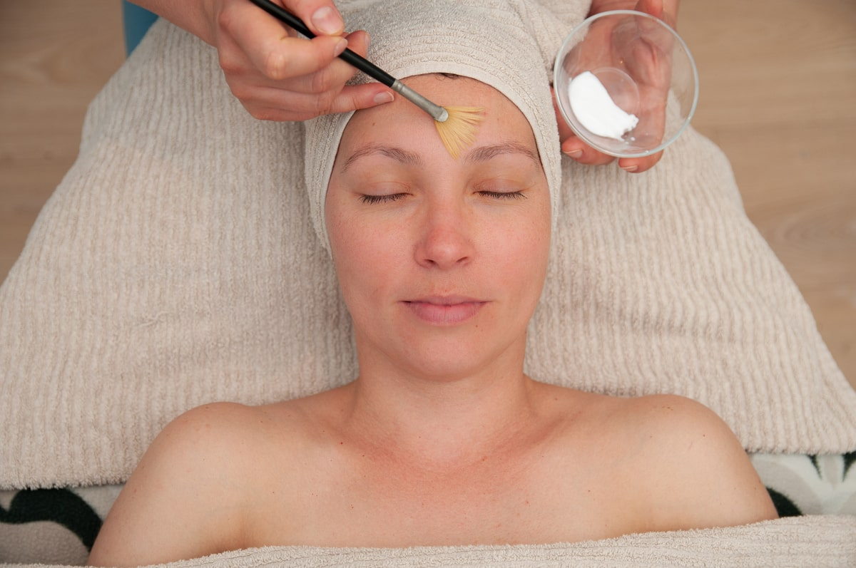 Facial_Escape_Spa_Beauty_Clinic-min