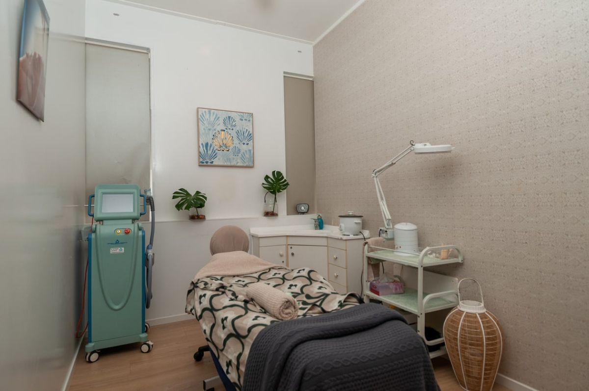 IPL_massage_facial_therapy_room_Escape_Spa_Beauty_Clinic-min